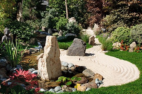 Ideas about japanese gardens for your backyard space for Jardin exterieur deco