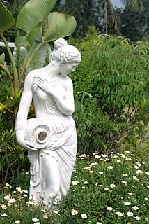 Ideas For Adding Statues To Your Front Or Backyard Gardecor 174
